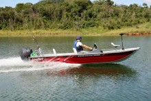 Lanchas - APOLUS 550 FISH TRACKER